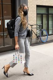Sarah Jessica Parker - SJP Collection Midtown Shoe Store in Midtown NY 08/25/2020