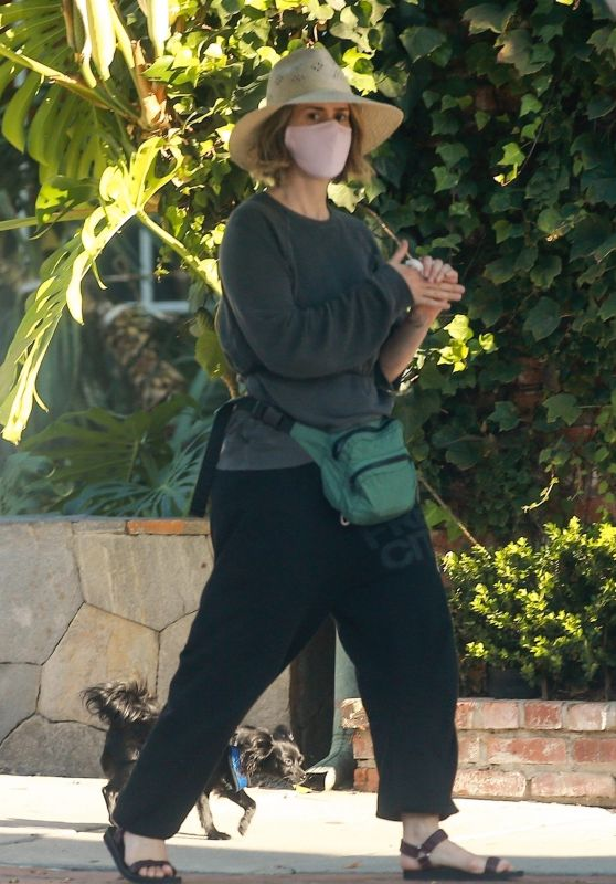 Sarah Paulson and Holland Taylor - Shopping on Melrose Place in West Hollywood 08/27/2020