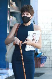 Selma Blair Picking Up Magazines - Los Angeles 08/14/2020