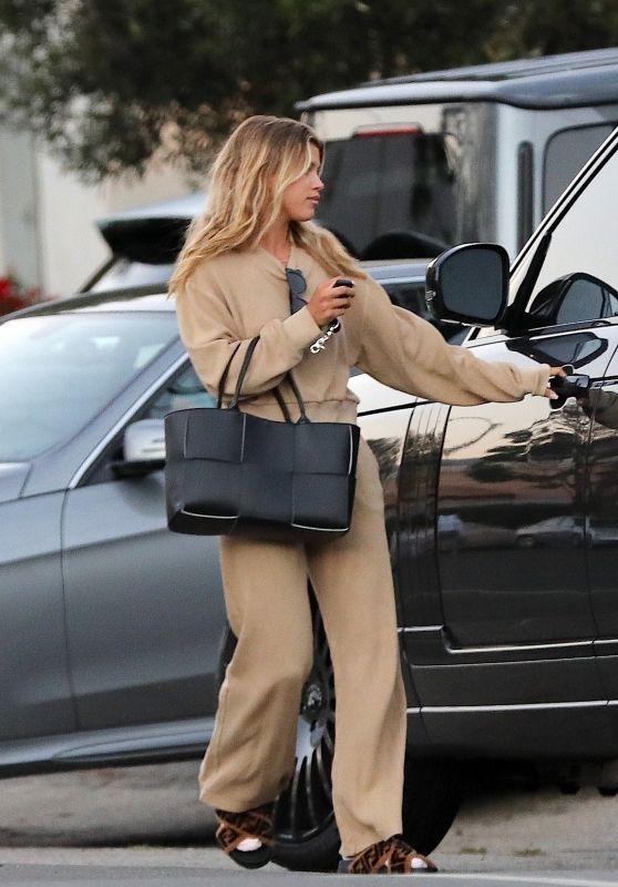 Sofia Richie Style - Leaving a House in Malibu 08/09/2020