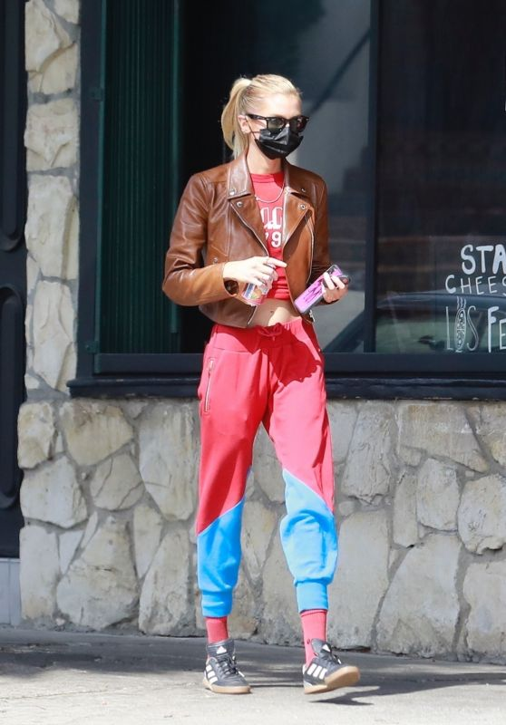 Stella Maxwell Street Style - Little Dom