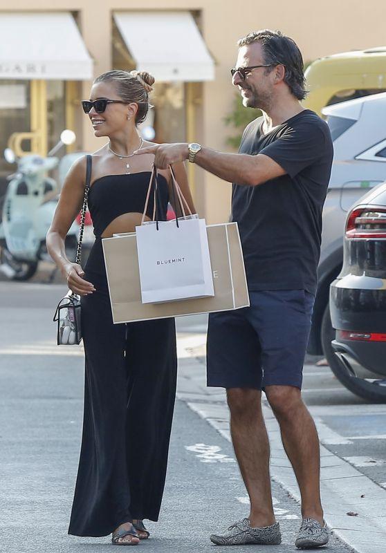 Sylvie Meis - Shopping in Saint-Tropez 08/03/2020