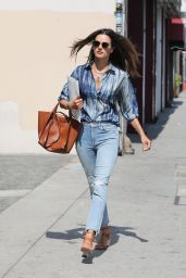 Alessandra Ambrosio Street Style - Los Angeles 09/04/2020