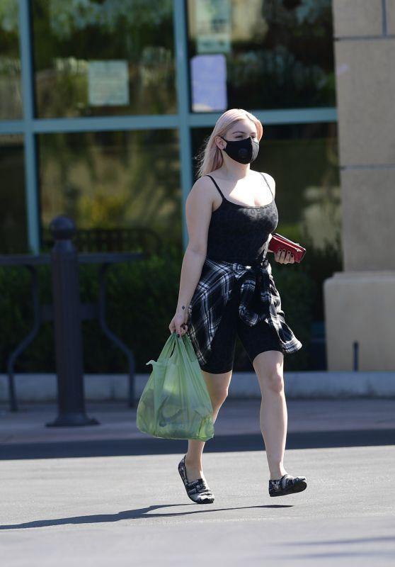 Ariel Winter - Grocery Shopping in LA 09/19/2020