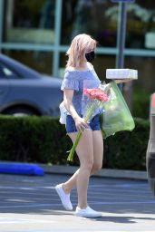 Ariel Winter - Pick Up a Cake and Some Flowers in LA 09/02/2020