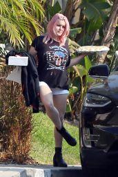 Ariel Winter - Visits a Friends House in LA 09/26/2020