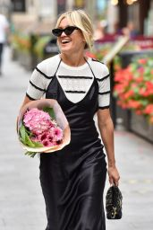 Ashley Roberts - Outside the Global Studios in London 09/11/2020