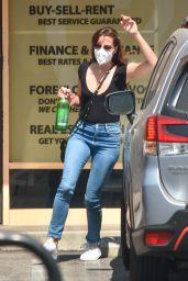 Aubrey Plaza - Pumps Gas in LA 09/20/2020