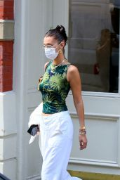 Bella Hadid Street Style - Leaving Her Apartment in New York 09/04/2020