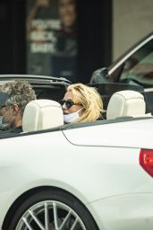 Britney Spears Wears Her Cat Mask - Calabasas 09/08/2020