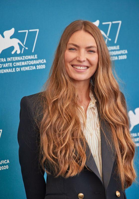 "Cristina Chiriac - ""Sportin"