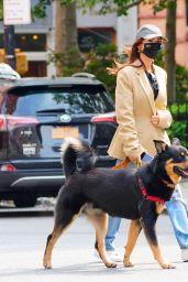 Emily Ratajkowski in Casual Outfit - New York 09/18/2020