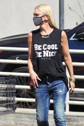Gwen Stefani - Shopping Some Pumpkins Encino 09/27/2020