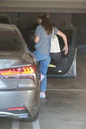 Jennifer Garner in Casual Outfit - Visits a Spa in Brentwood 08/31/2020