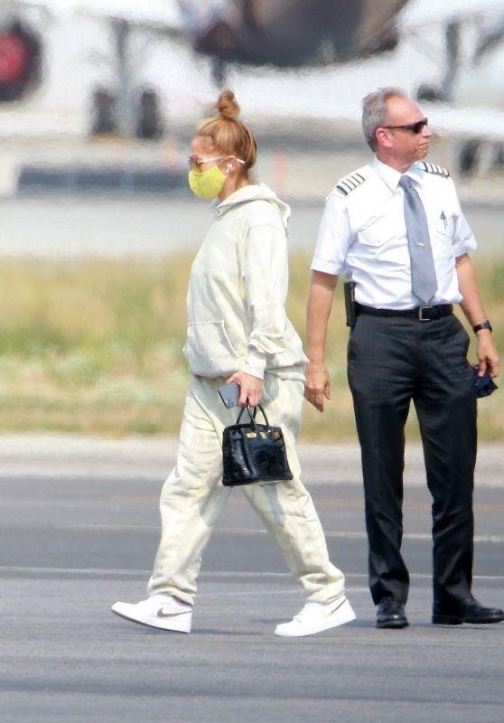 Jennifer Lopez - Exits Her Private Jet in LA 09/09/2020