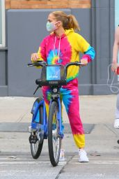 Jennifer Lopez in Tie-Dye Sweats - Citi Bike Ride in NYC 09/07/2020