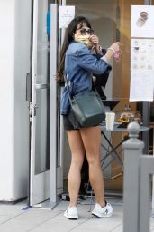 Jordana Brewster at Blue Bottle Coffee in Brentwood 09/24/2020