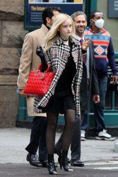 """Julia Garner - """"Inventing Anna"""" Set in New York 09/29/2020"""
