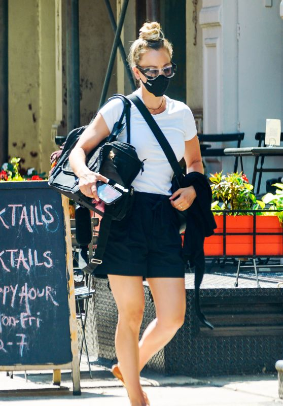 Kaley Cuoco - Out in New York City 08/30/2020