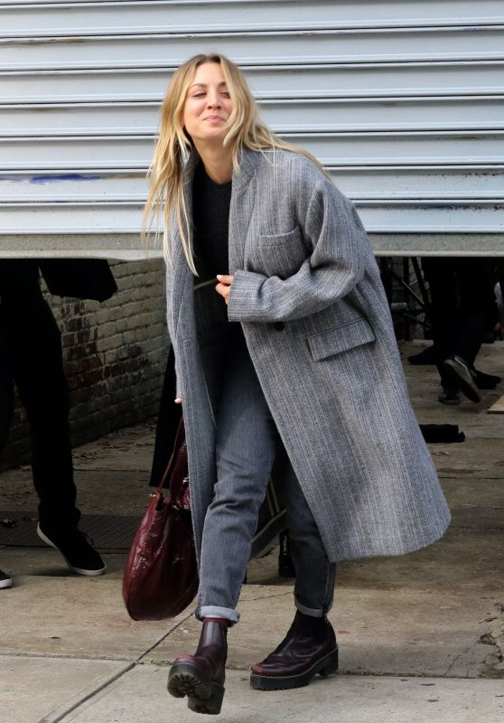 "Kaley Cuoco - ""The Flight Attendant"" Set in Long Island City 09/21/2020"