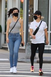 Kaley Cuoco With Her Sister in Downtown Manhattan, NYC 09/06/2020