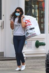 """Katie Holmes - Carries a Big Bag After Shopping at """"Blick"""" Art Store in Soho 09/07/2020"""