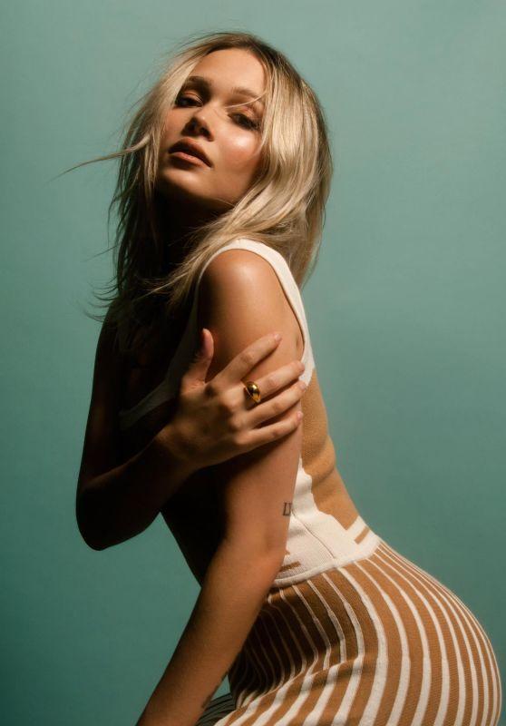 Kelli Berglund - Photoshoot August 2020