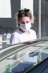 Kristen Stewart With Girlfriend Dylan Meyer in Los Feliz 09/22/2020