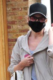 Kylie Minogue Sporty Style - London 09/08/2020