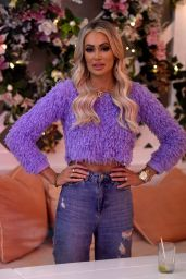 Olivia Attwood in Ripped Jeans 09/23/2020