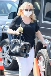 Rebel Wilson Carrying a Green Smoothie - LA 09/23/2020