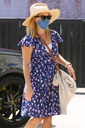Reese Witherspoon - Arrives at a Skincare Spa in Brentwood 09/02/2020
