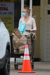 Scarlett Johansson - Grocery Shopping in The Hamptons, NY 09/09/2020