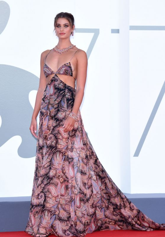 """Taylor Hill – 77th Venice Film Festival Opening Ceremony and """"Lacci"""" Red Carpet"""