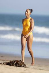 Zoe Saldana and Marco Perego - Beach in Malibu 09/06/2020
