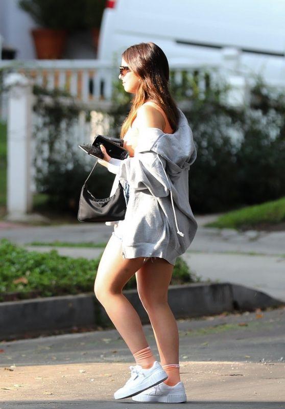 Addison Rae - Arrives at a Friend