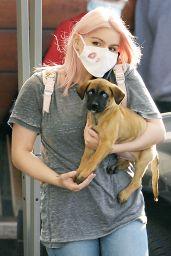 Ariel Winter at Sherman Oaks Animal Hospital in LA 10/20/2020