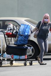 Ariel Winter in Leggings and a Baggy T-shirt at Petco in LA 10/17/2020