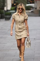 Ashley Roberts Looks Chic in a 70