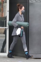 Autumn Reeser - Leaving a Yoga class in Vancouver 10/10/2020