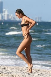 Candice Swanepoel on the Beach in Miami 10/27/2020