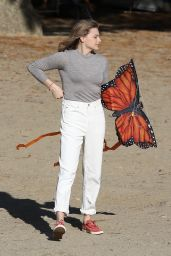 "Chloe Grace Moretz - ""Mother/Android"" Set in Boston 10/07/2020"