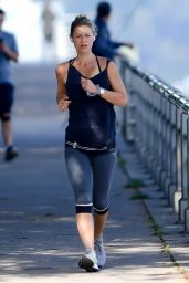 Claire Danes - Going For a Run in NY 10/08/2020