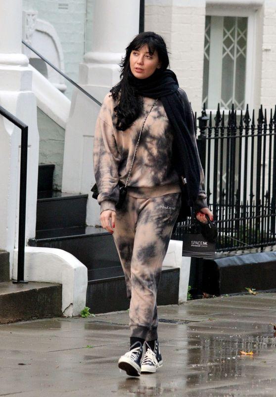 Daisy Lowe Street Style - Primrose Hill 10/27/2020