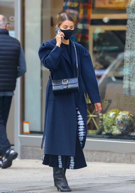 Dianna Agron Autumn Street Style - Chats on Her Phone in NYC 10/20/2020