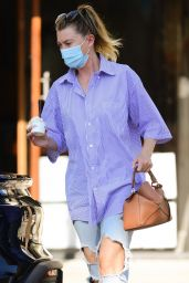 Ellen Pompeo in Ripped Jeans at McConnell's Fine Ice Creams in Studio City 10/13/2020
