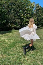 Elsa Hosk - Social Media Photos 10/05/2020