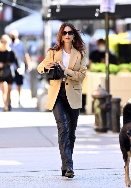 Emily Ratajkowski Street Style - New York 10/03/2020