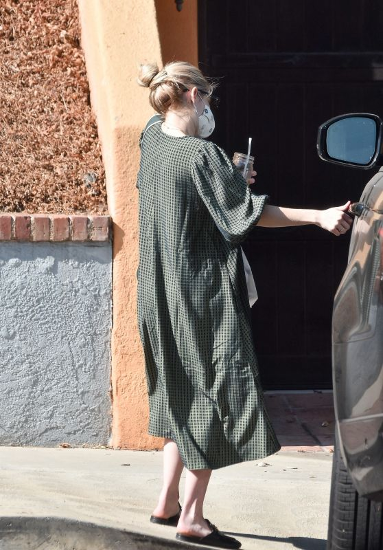 Emma Roberts Arrives Home In La 10 16 2020
