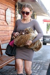 Hilary Duff - Out in LA 10/18/2011